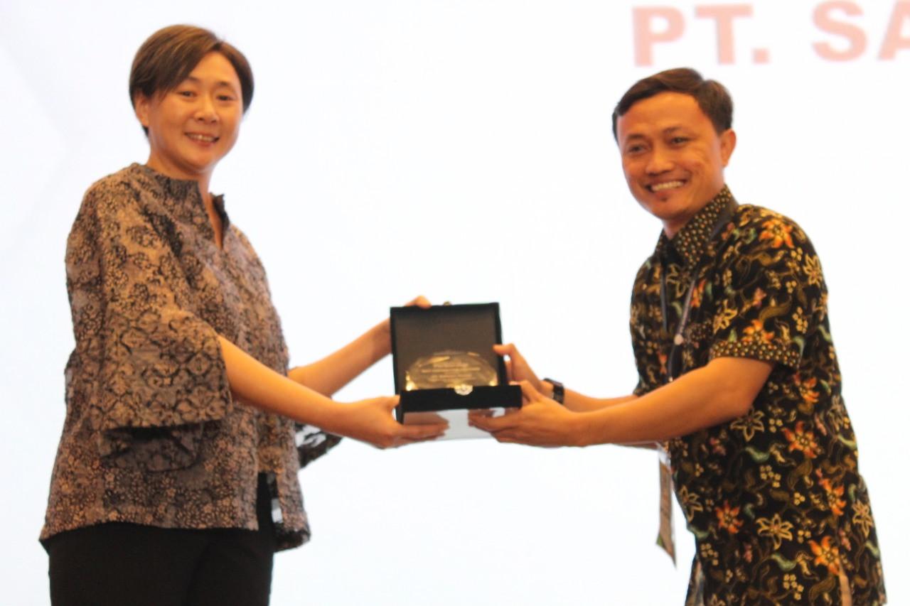 Awarding PT. Saliman Group by Mrs. Lily Widjaja, Managing Director